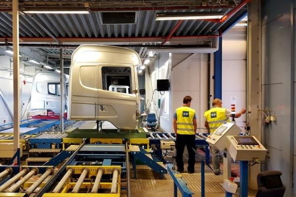 Dopravníkový systém lakovací linky Scania