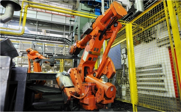 Kovací roboty ABB.